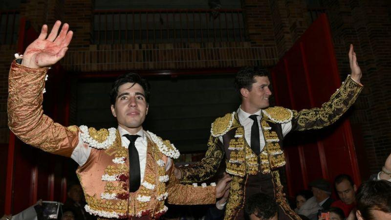Luque y lorenzo en hombros en valdemorillo